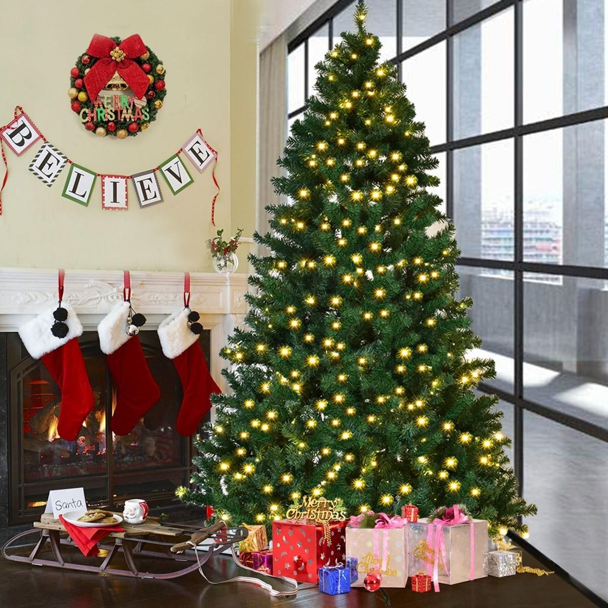 Weihnachtsbaum mit LED Kette