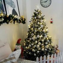 Silberne Weihnachten Dekoidee - Weihnachtsbaum + Weihnachtskugeln + Lichterkette + LED Kerzen, Weihnachtsdeko set Empfehlung