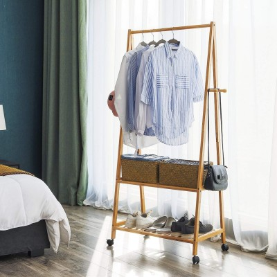 Bambus Kleiderständer,Garderobenständer mit 4 Rollen, Kleiderstange mit Schuhregal 2 Ablagen 4 Haken