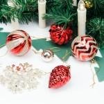 Weihnachtskugeln 77er Set aus Kunststoff in Rot und Hellgold, Weihnachtsbaumschmuck Set mit Baumspitze und Aufhänger